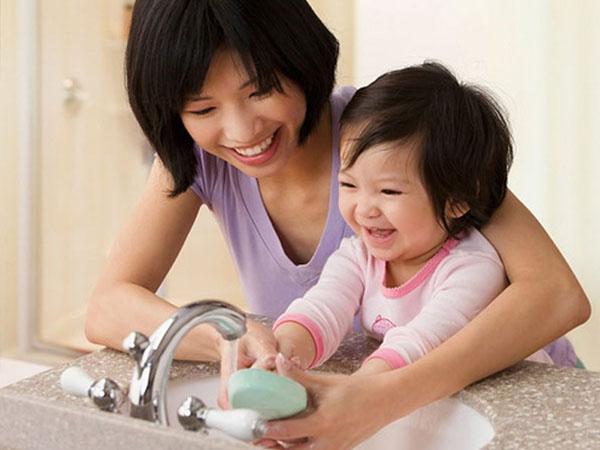 giữ vệ sinh sạch sẽ giảm tình trạng ốm vặt ở trẻ