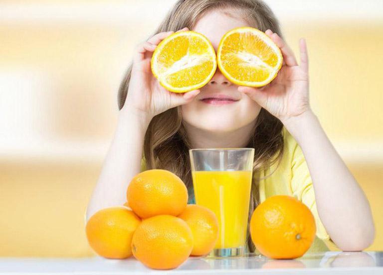 Bổ sung vitamin C cho trẻ khi bị sốt giúp nâng cao sức đề kháng