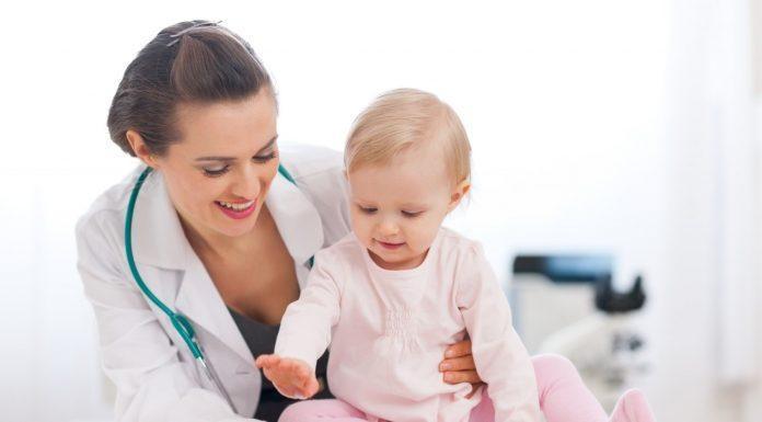 Khám định kỳ giúp bảo vệ sức khỏe trẻ mùa hè