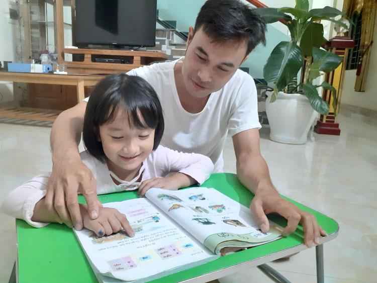 Cha mẹ dạy con học mỗi tối là 'phản giáo dục' - VnExpress Đời sống