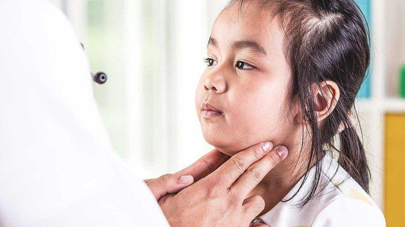 Bệnh quai bị ở bé trai có khác gì bệnh quai bị ở bé gái? | Vinmec