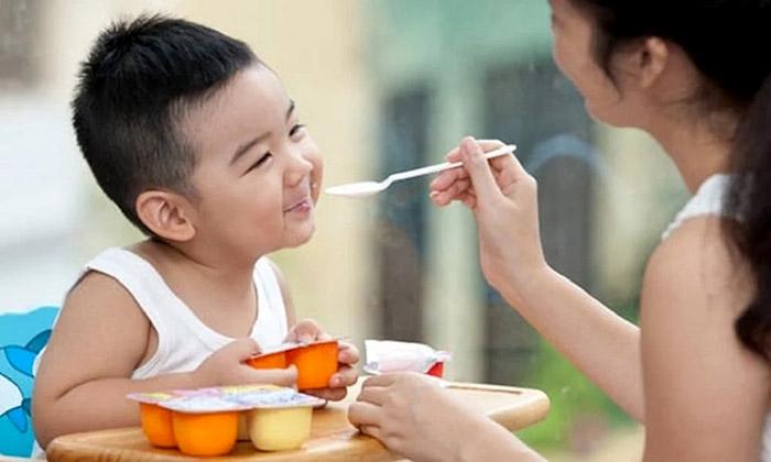 Ăn váng sữa vào lúc nào trong ngày tốt cho trẻ - Tin Tức VNShop