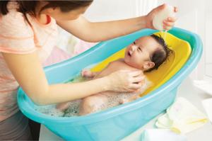 tắm cho bé sơ sinh 2