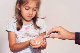 """Mách nhẹ"""" mẹ cách cho trẻ uống thuốc """"dễ như ăn kẹo""""!"""
