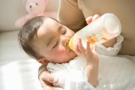 Cai sữa cho bé 6 tháng cần chú ý 3 điều này - Mẹo Cai Sữa