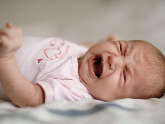 Cách trị trẻ sơ sinh ngủ ngày thức đêm, không còn quấy khóc