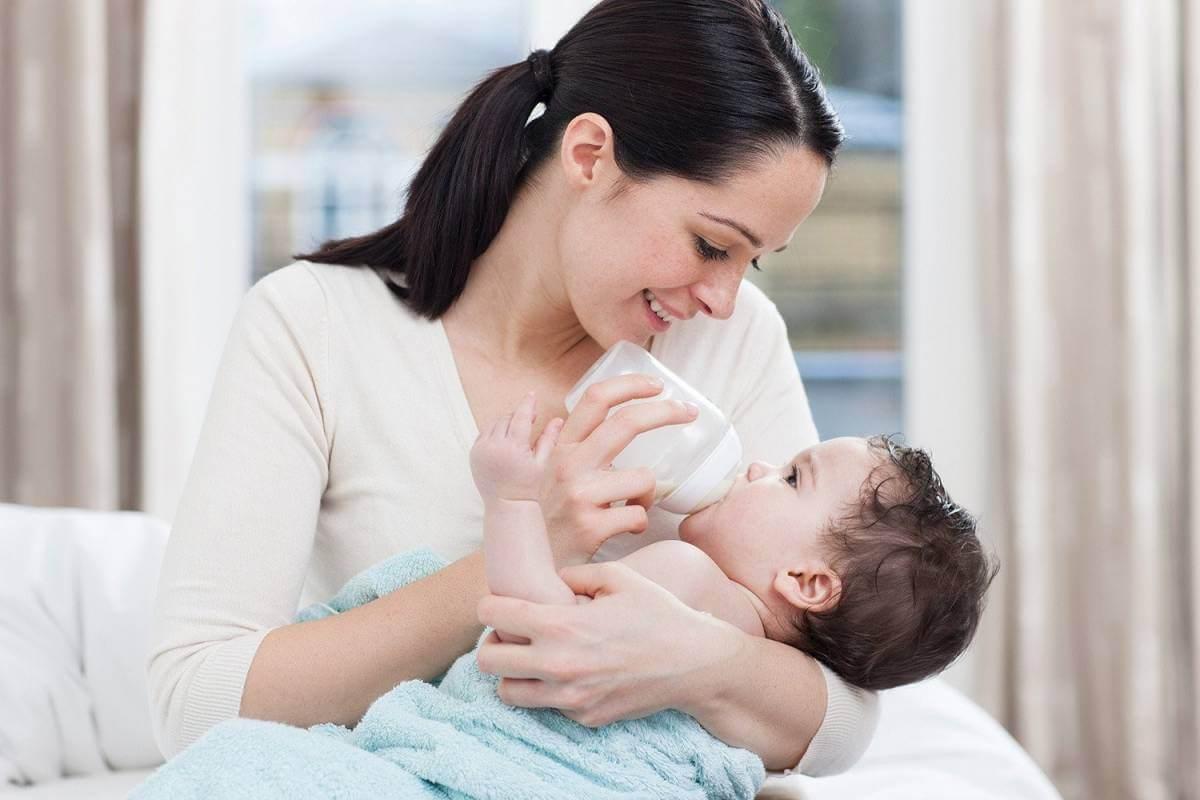 Kinh nghiệm tập cho trẻ bú bình